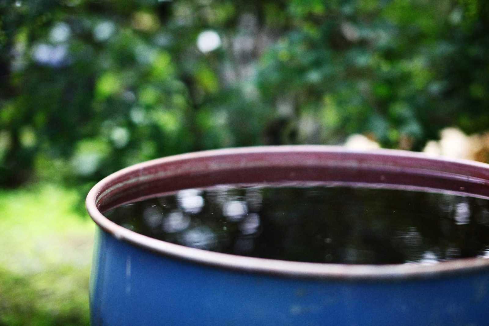 бочка с водой