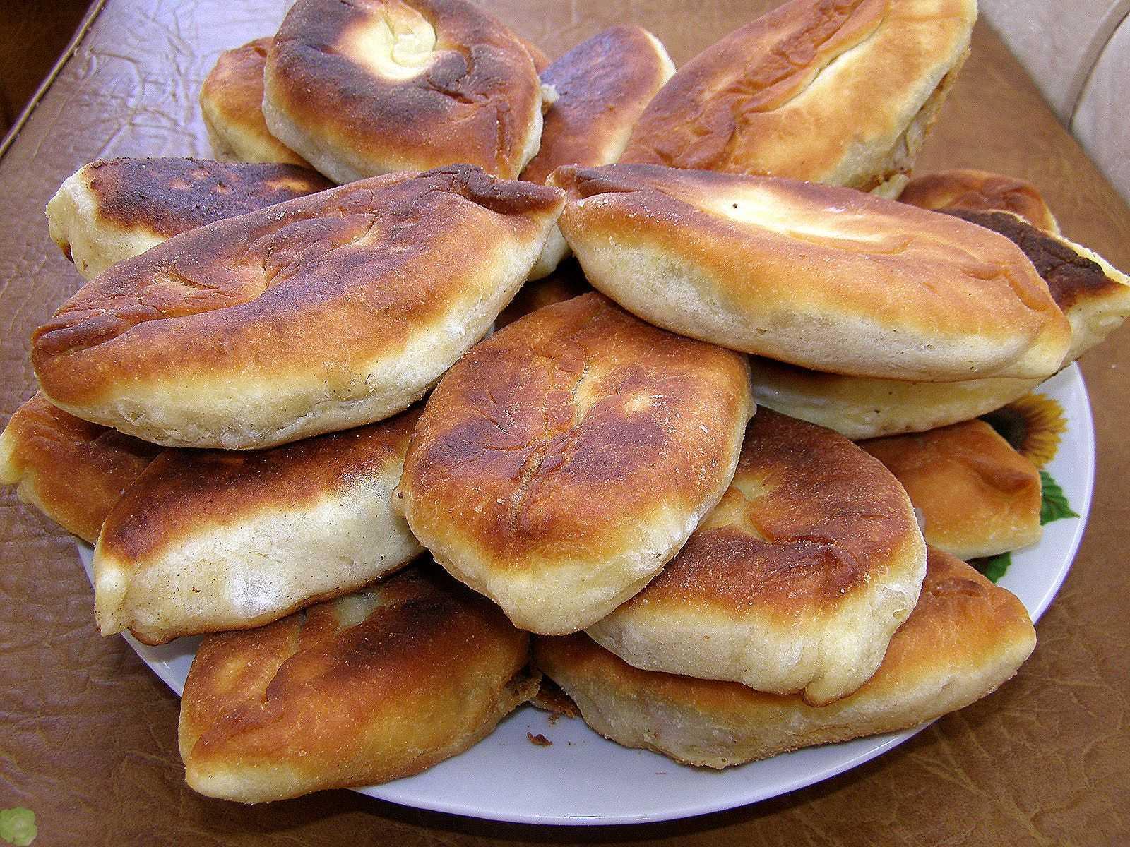 Нежные и вкусные домашние пирожки по рецепту бабушки
